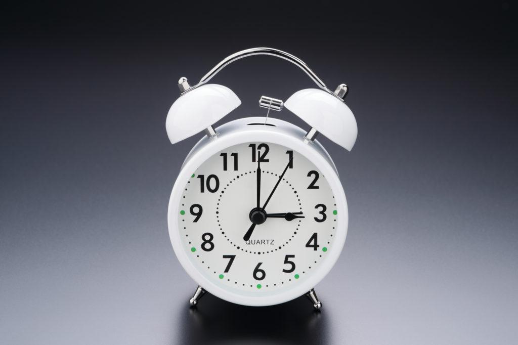 ウエストのおんな、目覚まし、早起き