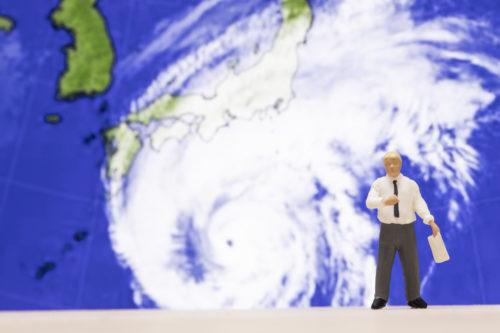 ウエストのおんな、台風